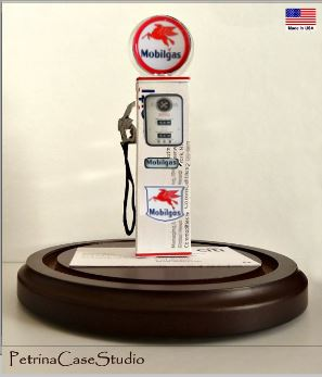 1380 Mobil gas pump